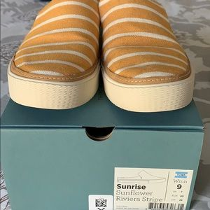 Toms sunrise sunflower riviera stripe shoe W9